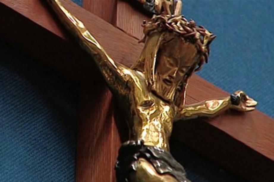 Un symbole rassembleur pour le Québec: le crucifix ou le poêle à bois?