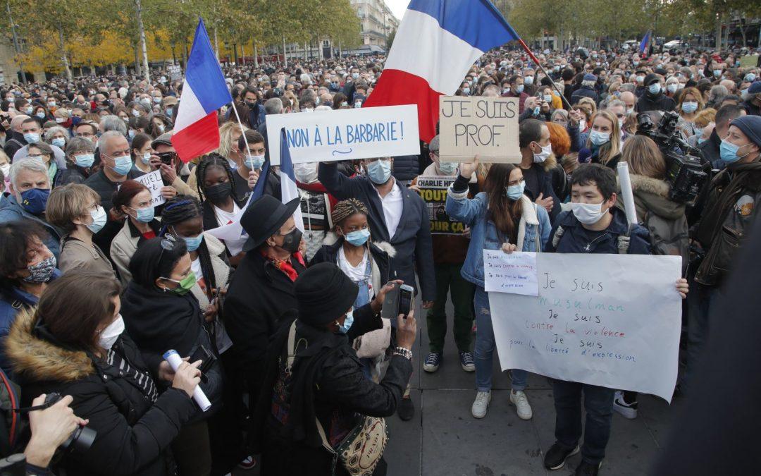 France: des dizaines de milliers de personnes réunies en hommage au professeur décapité